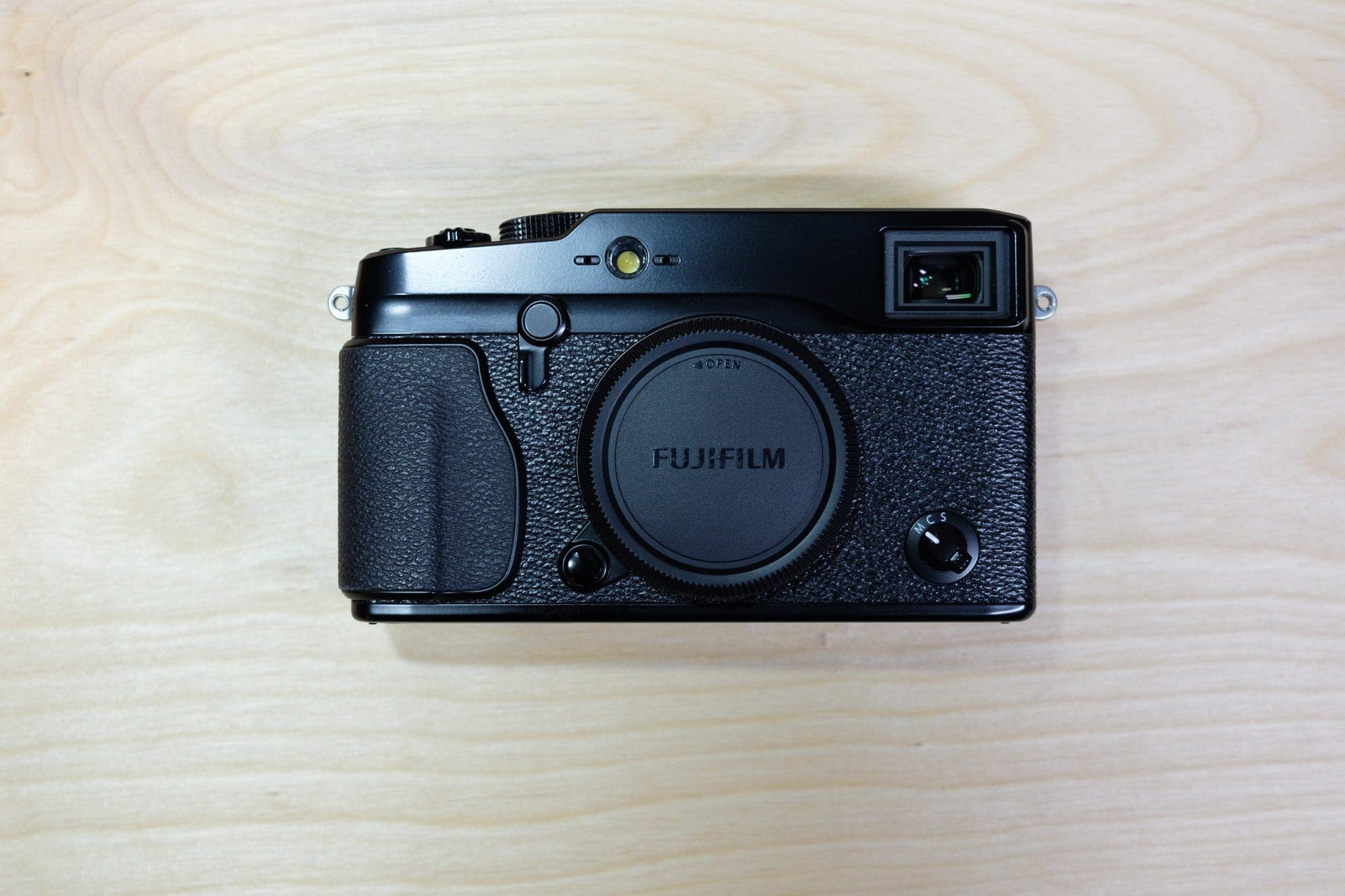 Install the Fujifilm body cap.