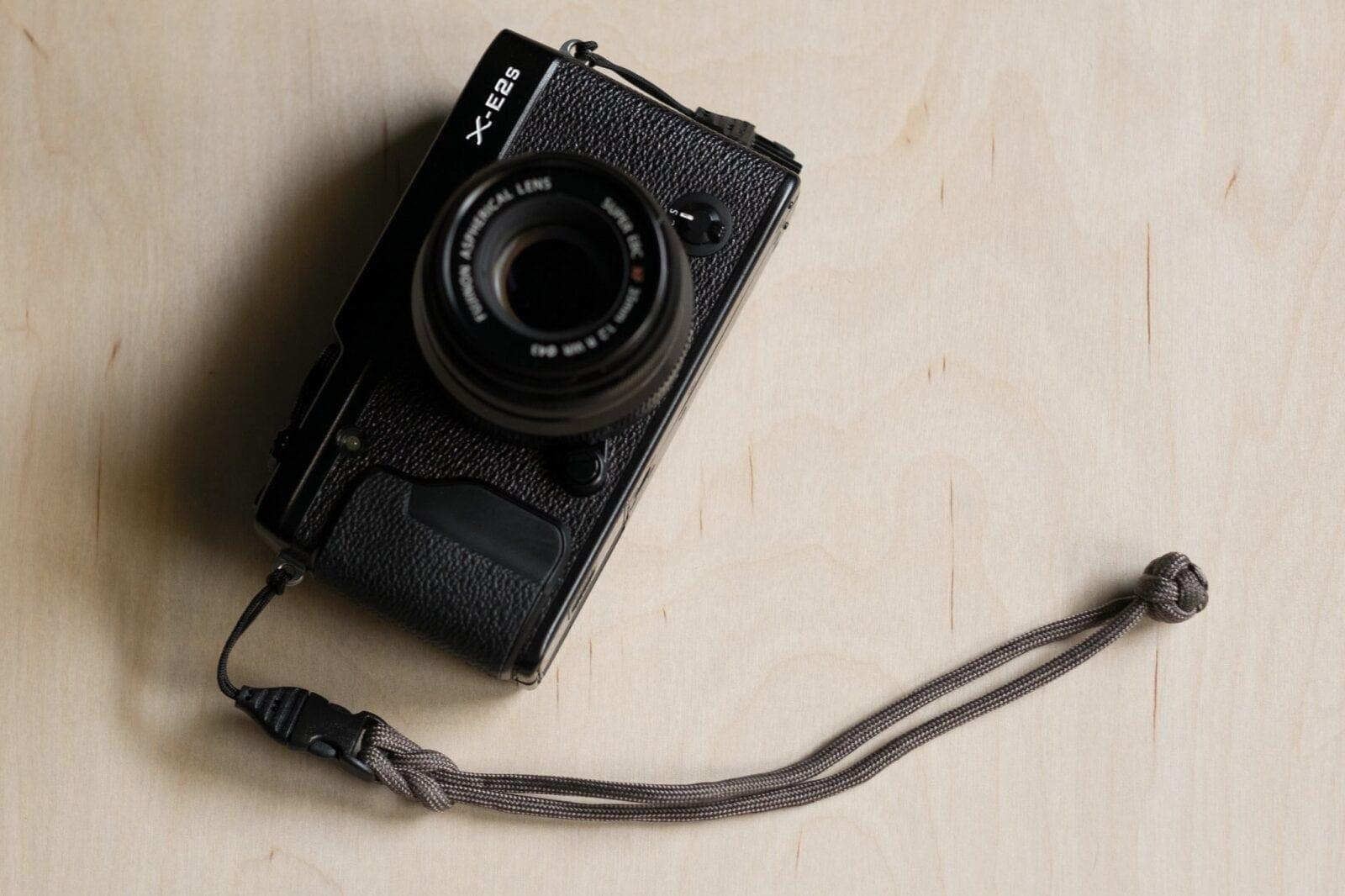 """DIY """"Paracord"""" fotoaparato riešo dirželis, pritvirtintas prie """"Fujifilm X-E2"""""""