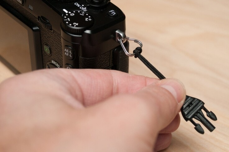 Ištraukite mini greitą atjungimą, kad sukurtumėte kilpą.