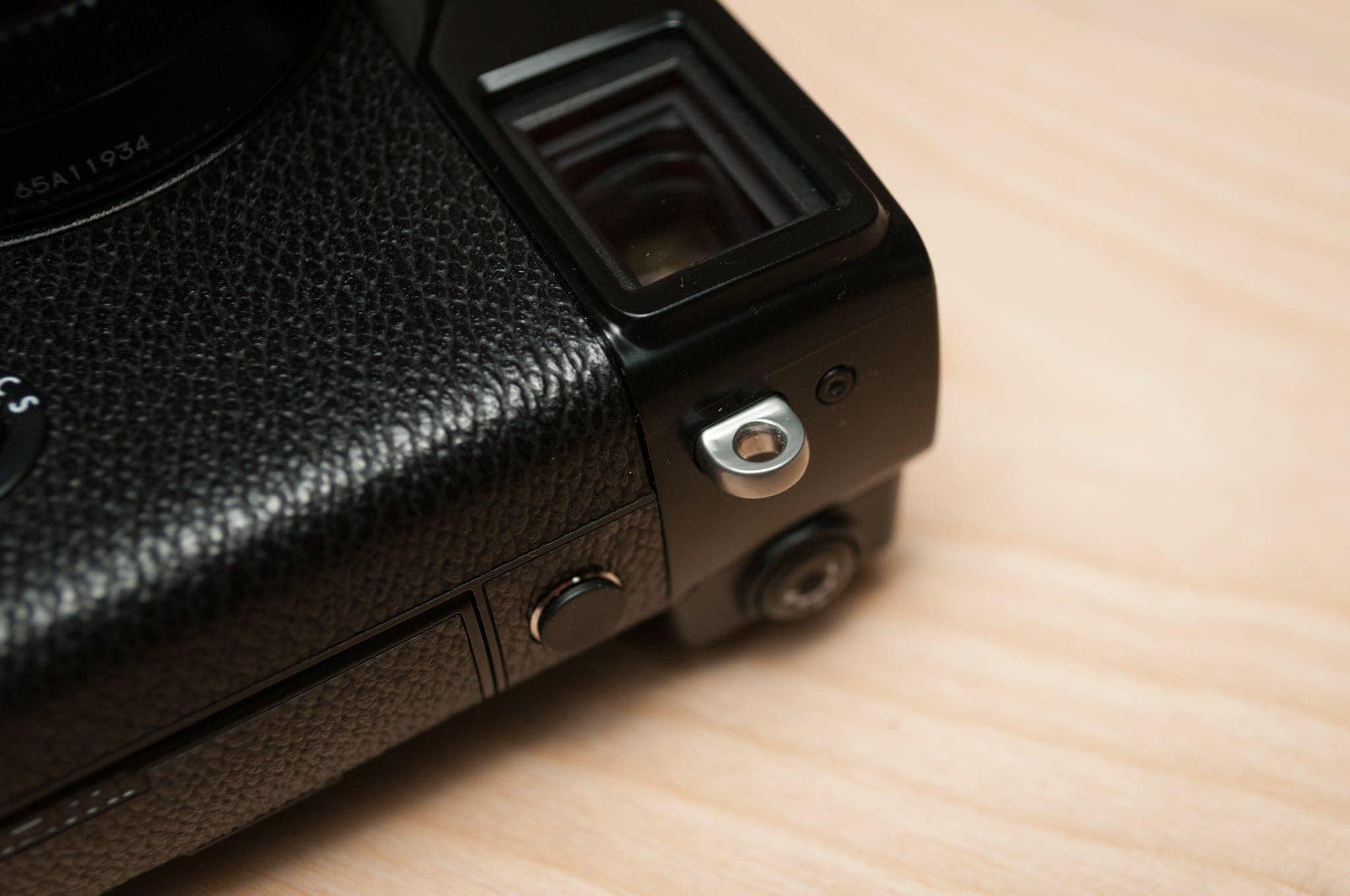 这是一个没有带状接线片插入的富士表带接头......美观而流畅。