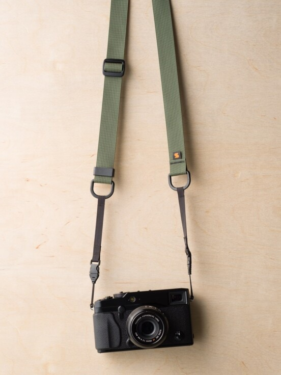 Camo Green में Fuji X-Pro1 पर M1ultralight कैमरा स्ट्रैप