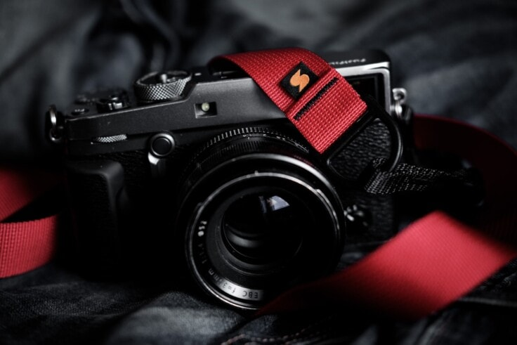 Charlene Winfred reviews her Simplr F1 Camera Strap, shown here on the Graphite X-Pro2