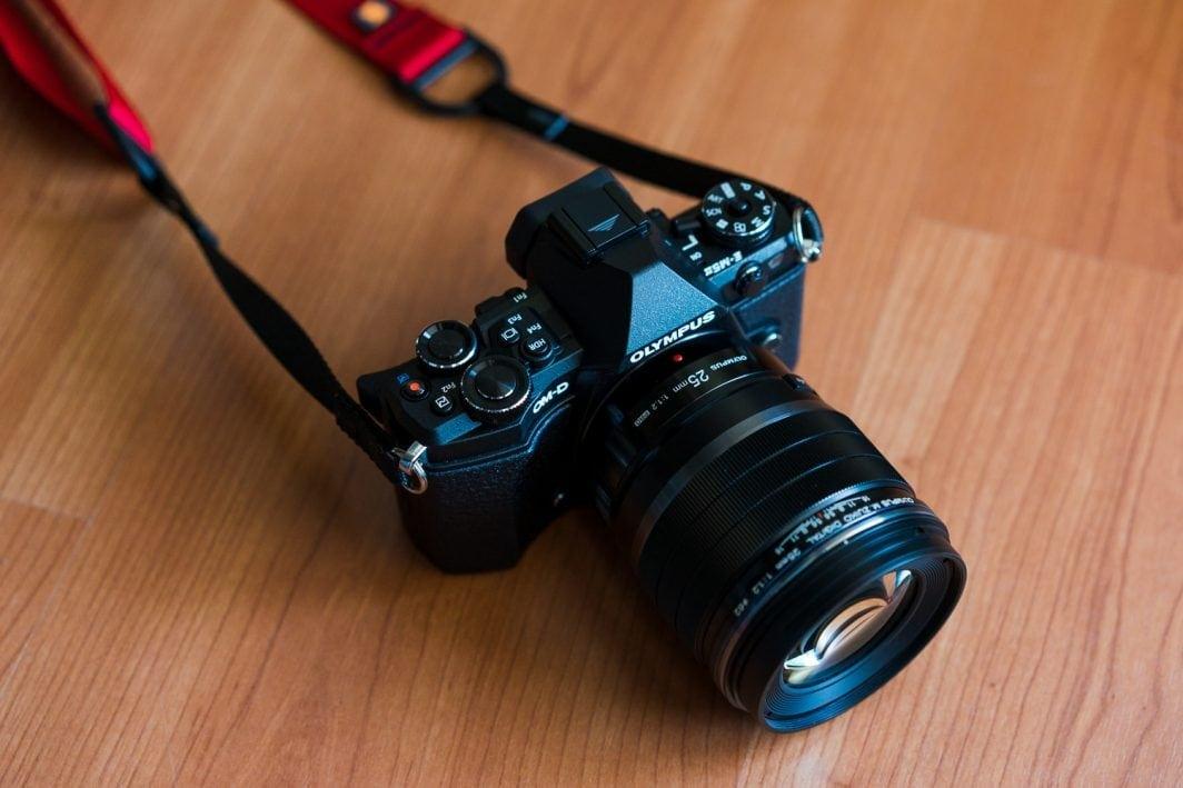 E-M5 Mk II + M.Zuiko 25mm f / 1.2 प्रो
