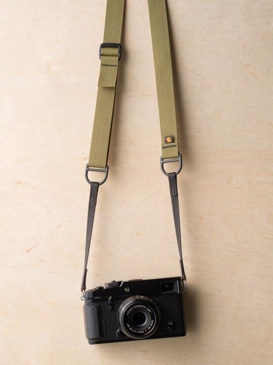 एफ 1 स्लिंग स्टाइल कैमरा स्ट्रैप, खाकी