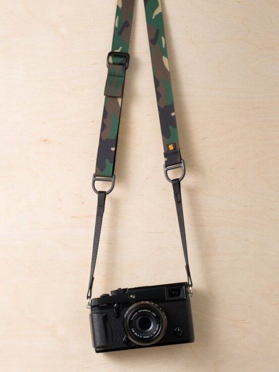 Tracolla per fotocamera Simplr F1 in mimetica classica