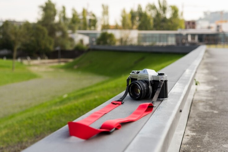 OlympusPassion.com Reviews the Simplr F1 Camera Strap